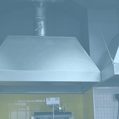 Sanificazione e pulizia cappe industriali: per una migliore resa dell'impianto, maggiore sicurezza e risparmio energetico